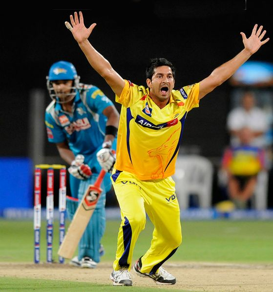Mohit Sharma Appeals The Umpire For The Wicket Of Manish Pandey
