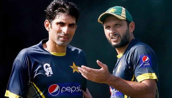 Misbah-ul-Haq in chat with Shahid Afridi (most probably not about his captaicy).(Photo Source : ZeeNews.India).