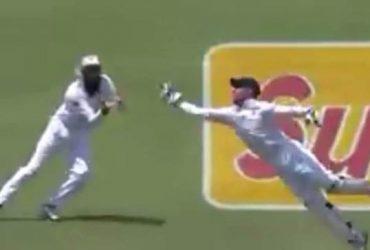 AB de Villiers takes blinder