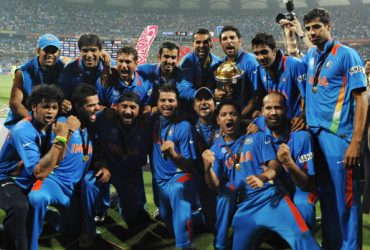 Indian players with World Cup 2011 trophy