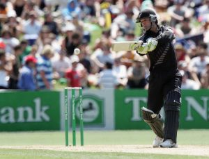 NAPIER, NEW ZEALAND - DECEMBER 28:  Nathan Astle of New Zealand square cuts during the first One Day International match between New Zealand and Sri Lanka at McLean Park December 28, 2006 in Napier, New Zealand.  (Photo by Marty Melville/Getty Images)
