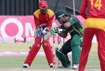 Pakistan batsman Umar Akmal (C) in action