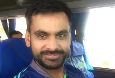 Mohd Hafeez clicks a selfie