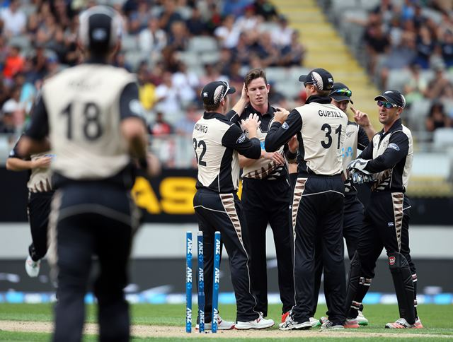 New Zealand's Adam Milne (C) is congratulated by teammates after he dismissed Sri Lanka's Danushka Gunathilaka during the second T20 cricket match between New Zealand and Sri Lanka at Eden Park in Auckland on January 10, 2016. AFP PHOTO / MICHAEL BRADLEY / AFP / MICHAEL BRADLEY (Photo credit should read MICHAEL BRADLEY/AFP/Getty Images)