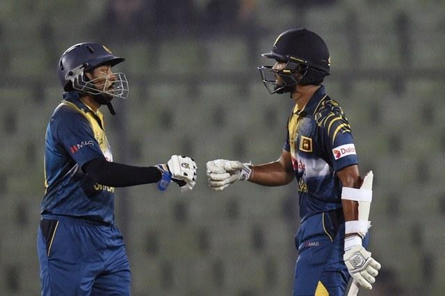 Dinesh Chandimal with teammate Tillakaratne Dilshan vs Pakistan