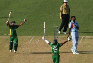 Mushfiqur Rahim and Mohammad Ashraful of Bangladesh celebrate beating India