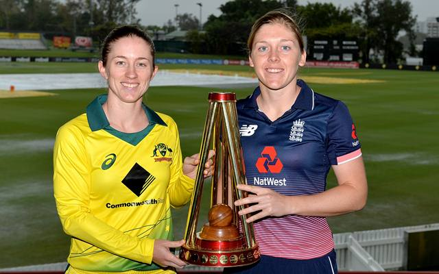 Rachael Haynes of Australia and Heather Knight of England