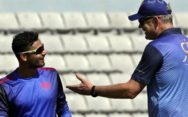 Mashrafe Mortaza speaks with Tom Moody, head coach of Rangpur Riders
