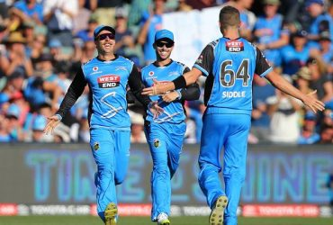 Jake Lehmann and Peter Siddle of the Strikers celebrate the wicket of George Bailey