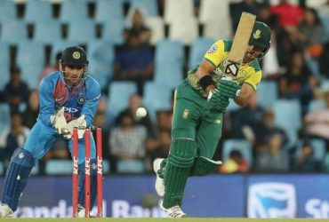JP Duminy of South Africa and MS Dhoni of India