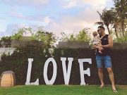 Faf du Plessis holidaying with his kid
