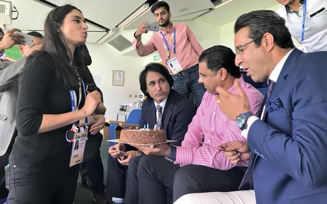 Waqar Younis and others celebrate Wasim Akram's birthday
