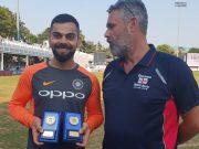 Virat Kohli with International player of the year award