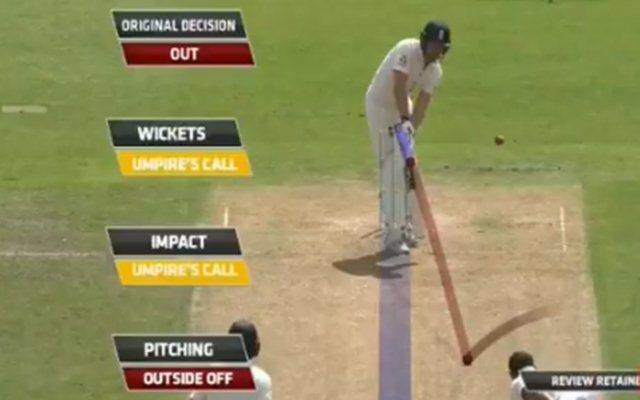 Dawid Malan loses his wicket to Mohammad Shami