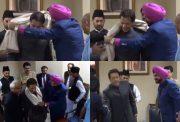 Navjot Singh Sidhu gifts shawl