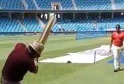 Shoaib Akhtar bowls to Sunil Gavaskar