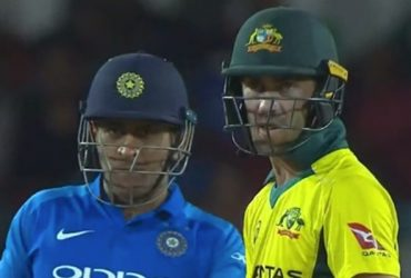 MS Dhoni giving advice