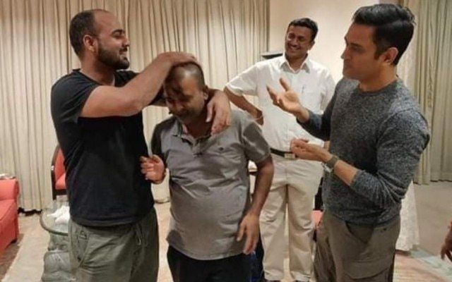 MS Dhoni with his friends