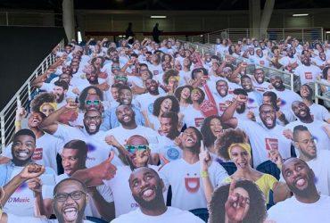 Fake crowd