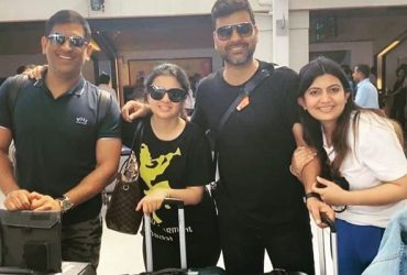 RP Singh and his wife with MS Dhoni and Sakshi