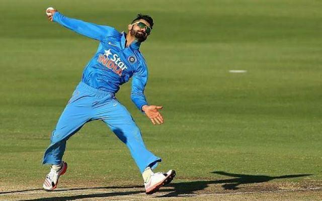 Virat-Kohli-Bowling