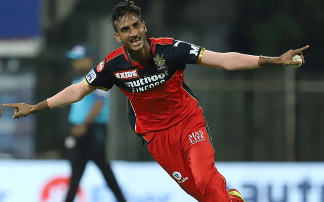 Twitter Reactions: RCB pull off a stunning jailbreak courtesy Shahbaz Ahmed and Harshal Patel against SRH